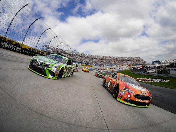 Pace Car Camera, #18: Kyle Busch, Joe Gibbs Racing, Toyota Camry Interstate Batteries and #4: Kevin Harvick, Stewart-Haas Racing, Ford Fusion Busch Outdoors