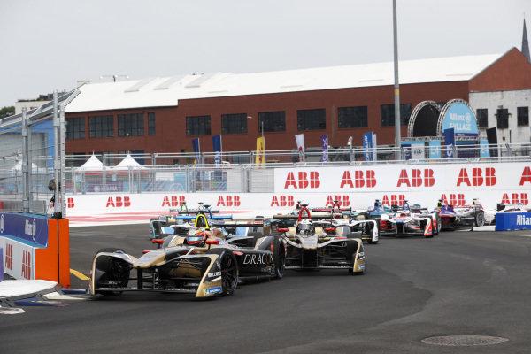 Jean-Eric Vergne (FRA), TECHEETAH, Renault Z.E. 17, leads Andre Lotterer (BEL), TECHEETAH, Renault Z.E. 17.