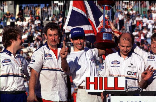 1996 Japanese Grand Prix, Suzuka, Japan.13 October 1996.Damon Hill (Williams Renault) celebrates winning the World Championship with his mechanics.World Copyright - LAT Photographic