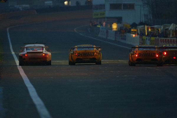 2003 Le Mans 1000kmLe Mans, France. 8th - 9th October 2003.GT traffic jam.World Copyright: John Brooks/LAT Photographicref: Digital Image Only