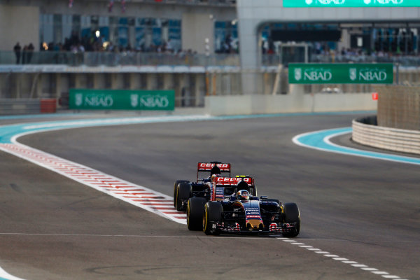 Yas Marina Circuit, Abu Dhabi, United Arab Emirates. Sunday 29 November 2015. Carlos Sainz Jr, Toro Rosso STR10 Renault, leads Max Verstappen, Toro Rosso STR10 Renault. World Copyright: Sam Bloxham/LAT Photographic ref: Digital Image _SBL8727