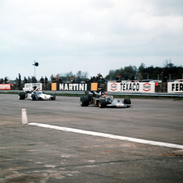 Silverstone, Great Britain.23 April 1972.Emerson Fittipaldi (Lotus 72D-Ford Cosworth) leads Mike Hailwood (Surtees TS9-Ford Cosworth). Fittipaldi finished in 1st position.Ref-3/5021.World Copyright - LAT Photographic