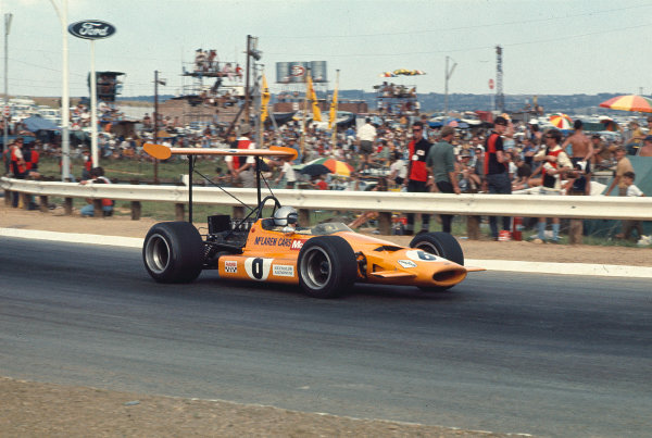 1969 South African Grand Prix.Kyalami, South Africa.27/2-1/3 1969.Bruce McLaren M7A Ford) 5th position.Ref-69 SA 17.World Copyright - LAT Photographic
