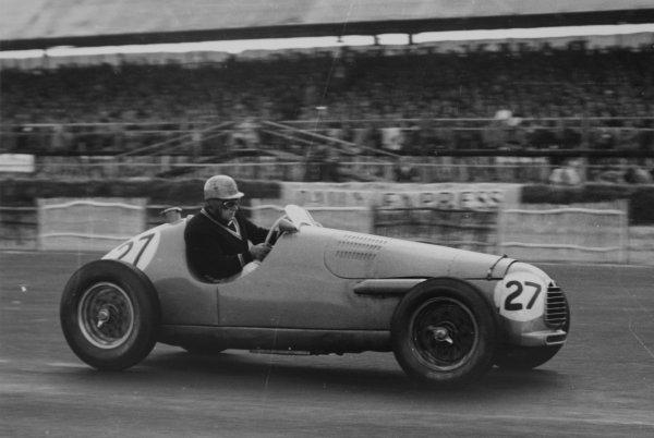 1952 British Grand Prix.Silverstone, Great Britain. 19 July 1952.Johnny Claes (Simca-Gordini T15). Ref-4647B/12.World Copyright - LAT Photographic