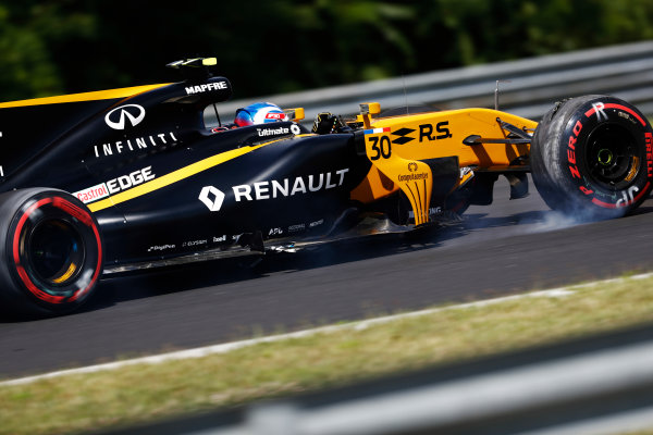 Hungaroring, Budapest, Hungary.  Friday 28 July 2017. Jolyon Palmer, Renault R.S.17.. loses his front wing and damages a tyre after running wide. World Copyright: Glenn Dunbar/LAT Images  ref: Digital Image _X4I0242