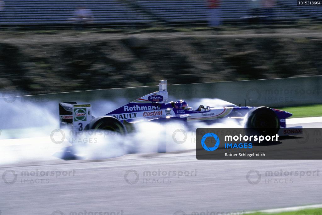 Jacques Villeneuve, Williams FW19 Renault, locks his front brakes.