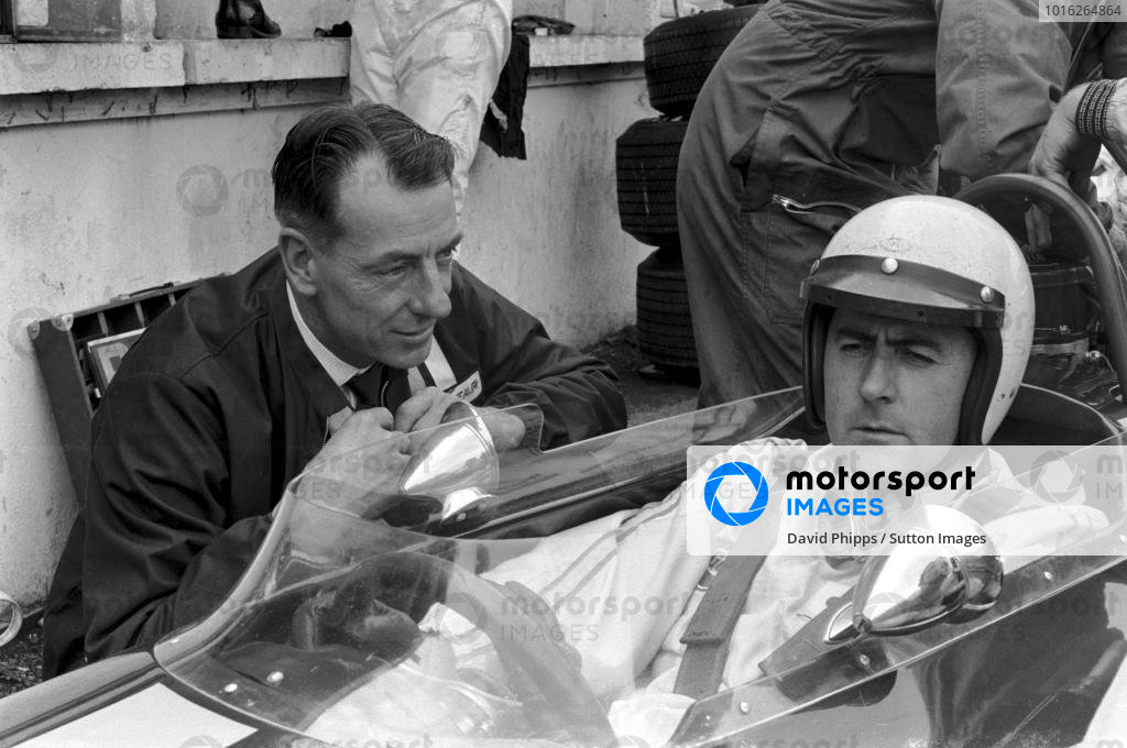 Jack Brabham (AUS) Brabham BT26, who retired with a broken camshaft talks with Ron Tauranac (AUS) Brabham Designer. British Grand Prix, Brands Hatch, England, 20 July 1968.