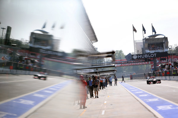 Autodromo Nazionale di Monza, Monza, Italy. 7th September 2012. Jenson Button, McLaren MP4-27 Mercedes, comes in for a stop. World Copyright: Steve Etherington/LAT Photographic ref: Digital Image SNE23773 copy