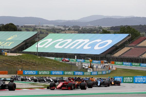 Valtteri Bottas, Mercedes W12, leads Charles Leclerc, Ferrari SF21, Daniel Ricciardo, McLaren MCL35M, Esteban Ocon, Alpine A521, and the remainder of the field