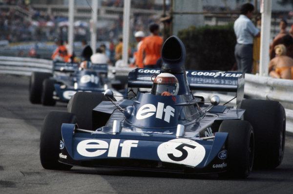 Jackie Stewart, Tyrrell 006 Ford leads François Cevert, Tyrrell 006 Ford.