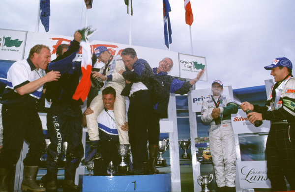 2000 British Formula Three Donington, England. 1st - 2nd July 2000. Rd 7&8. Kiesa, Kirkaldy and Pizzonia clebrate. World - Peter Spinney/ LAT Photographic