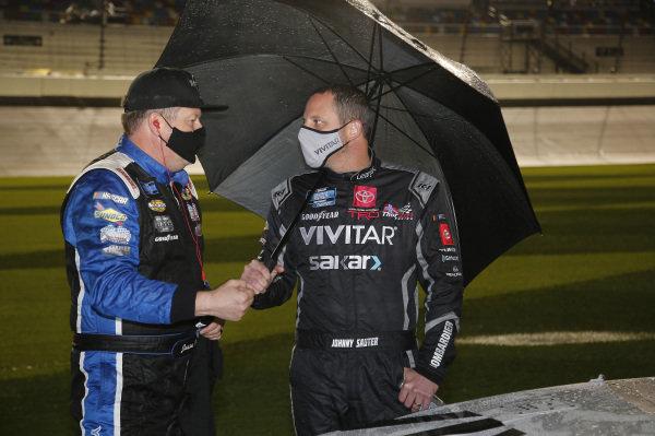 #33: Jason White, Reaume Brothers Racing, Chevrolet Silverado, #13: Johnny Sauter, ThorSport Racing, Toyota Tundra Vivitar/RealTree