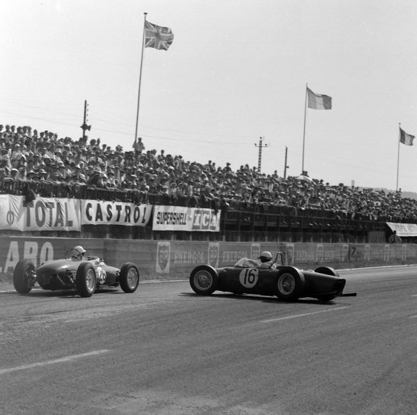 Stirling Moss, Lotus 18/21 Climax, passes a recovering Phil Hill, Ferrari 156.