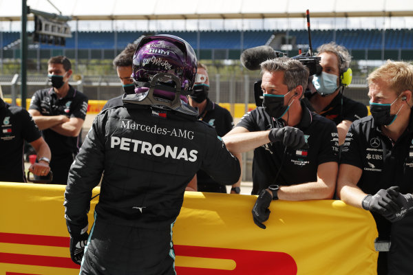 Pole position winner Lewis Hamilton, Mercedes-AMG Petronas F1, celebrates with his team in parc ferme