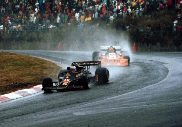 1976 Japanese Grand Prix.Fuji, Shizuoka, Japan.22-24 October 1976.Mario Andretti (Lotus 77 Ford) 1st position.World Copyright - LAT Photographic
