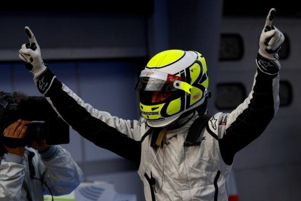 Sepang, Kuala Lumpur, Malaysia 4th April 2009 Pole sitter Jenson Button, Brawn GP BGP001 Mercedes. Portrait. Helmets.  World Copyright: Andrew Ferraro/LAT Photographic ref: Digital Image _H0Y9659