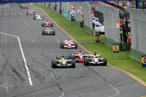 2006 Australian Grand Prix - Sunday Race Albert Park, Melbourne, Australia. 29th March - 2nd April 2006 Fernando Alonso, Renault R26, 1st position, leads Jenson Button, Honda RA106, 9th position, Kimi Raikkonen, McLaren MP4/21-Mercedes-Benz, 2nd position, Ralf Schumacher, Toyota TF106, 3rd position, Mark Webber, Williams FW28-Cosworth, retired, Juan Pablo Montoya, McLaren MP4/21-Mercedes-Benz, retired, Nick Heidfeld, Sauber F1.06-BMW, 4th position, and Michael Schumacher, Ferrari 248F1, retired, action. World Copyright: Glenn Dunbar/LAT Photographic ref: Digital Image YY8P7344.