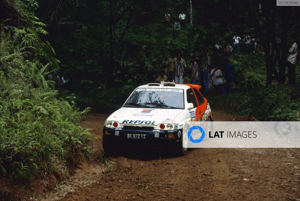 1996 World Rally Championship.Indonesian Rally, Indonesia. 10-12 May 1996.Carlos Sainz/Luis Moya (Ford Escort RS Cosworth), 1st position.World Copyright: LAT PhotographicRef: 35mm transparency 96RALLY03
