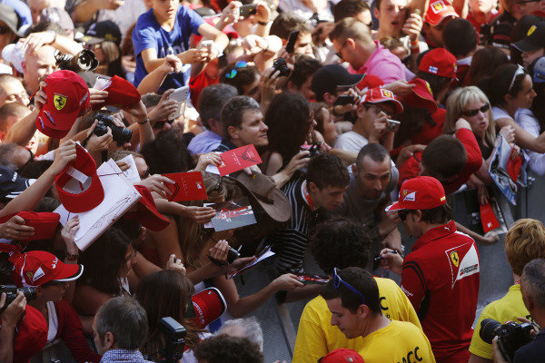 Circuit de Catalunya, Barcelona, Spain. Thursday 8 May 2014. Fernando Alonso, Ferrari, signs autographs for fans. World Copyright: Andrew Ferraro/LAT Photographic. ref: Digital Image _FER6466