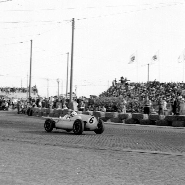1960 Portuguese Grand Prix.Porto, Portugal.12-14 August 1960.Tony Brooks (Cooper T51 Climax) 5th position.Ref-7070.World Copyright - LAT Photographic