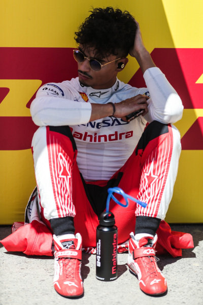 Pascal Wehrlein (DEU), Mahindra Racing, relaxes on the grid