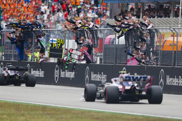 Racing Point mechanics celebrate on the pit wall for Lance Stroll, Racing Point RP19