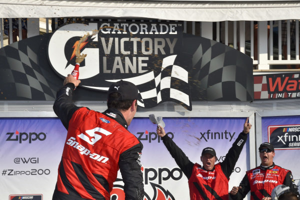 #22: Joey Logano, Team Penske, Ford Mustang Snap On celebrates in victory lane