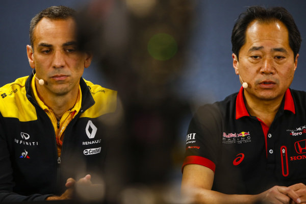 Toyoharu Tanabe, F1 Technical Director, Honda, and Cyril Abiteboul, Managing Director, Renault F1 Team