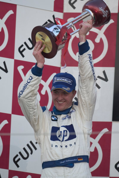 2004 Japanese Grand Prix-Sunday Race,Suzuka, Japan 10th October 2004.Ralf Schumacher, WilliamsF1 BMW FW26 celebrates on the podium.World Copyright LAT Photographic/Lorenzo BellancaDigital Image only (a high res version is available on request)