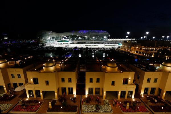 Yas Marina Circuit, Abu Dhabi, United Arab Emirates. Thursday 26 November 2015. Night time at Yas Marina. World Copyright: Jed Leicester/LAT Photographic ref: Digital Image _L2_0727