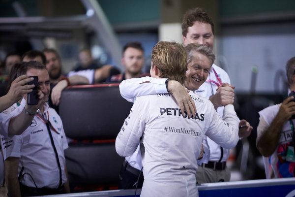 Yas Marina Circuit, Abu Dhabi, United Arab Emirates. Saturday 28 November 2015. Nico Rosberg, Mercedes AMG, celebrates pole. World Copyright: Steve Etherington/LAT Photographic ref: Digital Image SNE26022