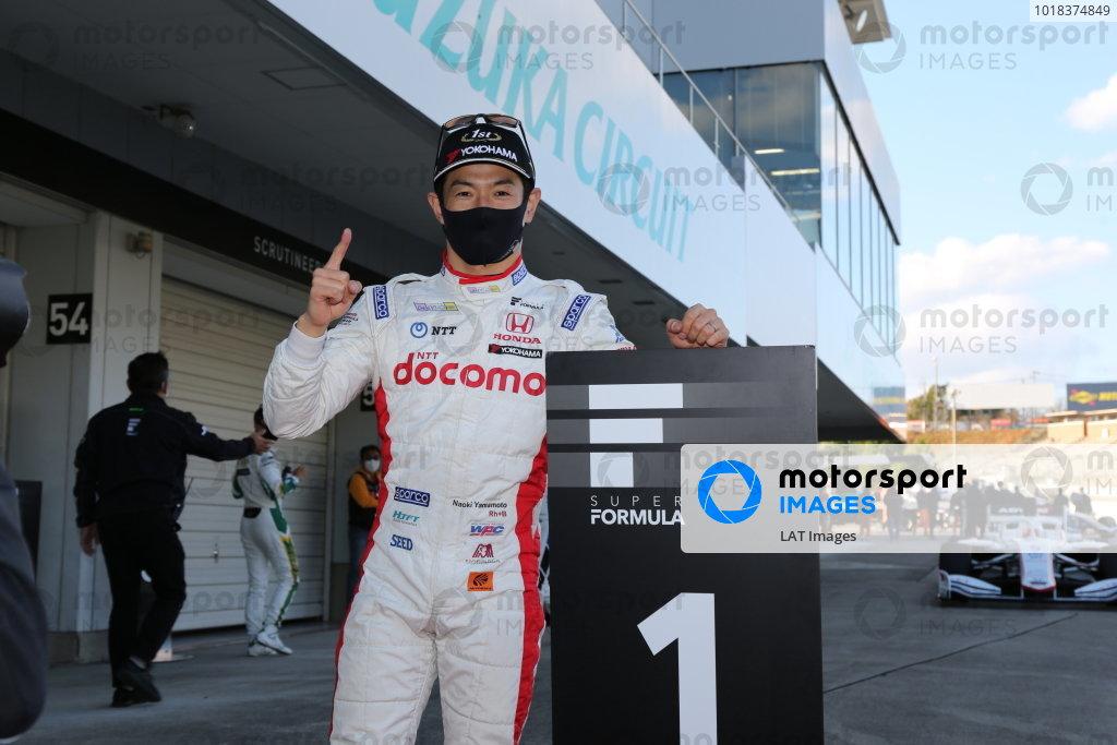 Round five winner Naoki Yamamoto ( #5 DOCOMO TEAM DANDELION RACING ), Dallara SF19 Honda, celebrates in parc ferme. Photo: Yukio Yoshimi