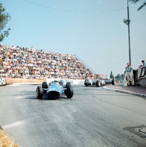 Monte Carlo, Monaco. 19-22 May 1966.Guy Ligier (Cooper T81 Maserati) leads Jo Siffert (Brabham BT11 BRM).Ref-3/2099.World Copyright - LAT Photographic