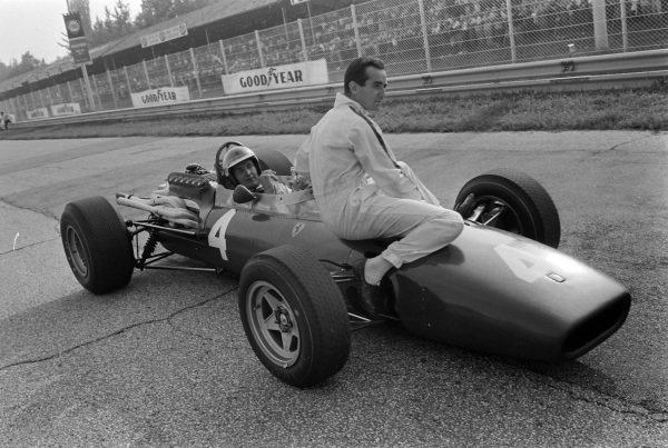 Mike Parkes, Ferrari 312, gives a lift to Lorenzo Bandini.