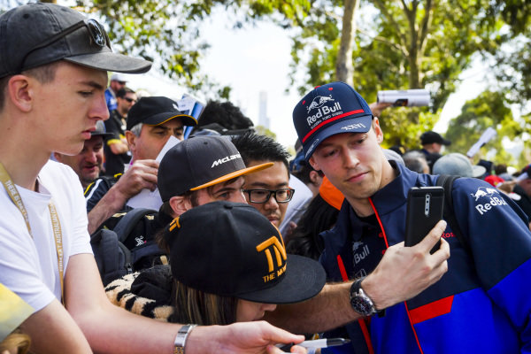 Daniil Kvyat, Toro Rosso signs a autograph for a fan