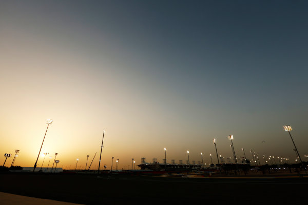 Bahrain International Circuit, Sakhir, Bahrain. Thursday 16 April 2015. Sunset over the circuit. World Copyright: Alastair Staley/LAT Photographic. ref: Digital Image _79P9808