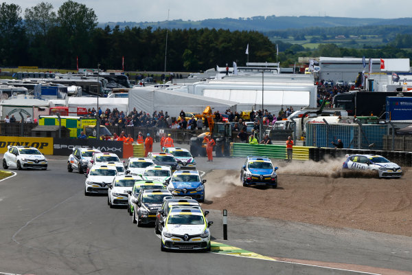 2015 Renault Clio Cup, Croft, 27th-28th June 2015, Start of the race, Ash Hand (GBR) Team Pyro Renault Clio Cup leads World copyright. Jakob Ebrey/LAT Photographic