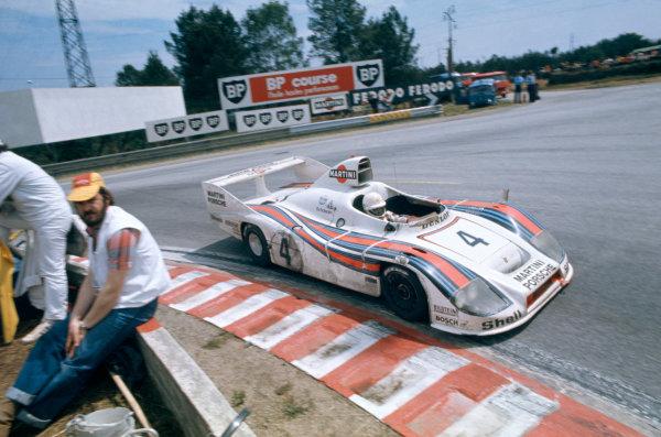 Le Mans, France. 11-12 June 1977. Jacky Ickx/Jurgen Barth/Hurley Haywood (Porsche 936), 1st position, action. World Copyright: LAT Photographic. Ref: 77LM02