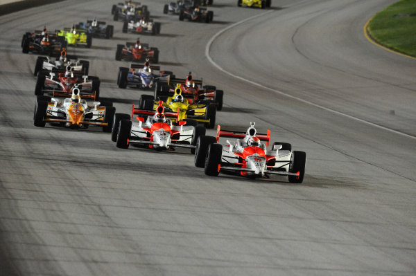 Race winner Ryan Briscoe (AUS) leads at the start of the race.