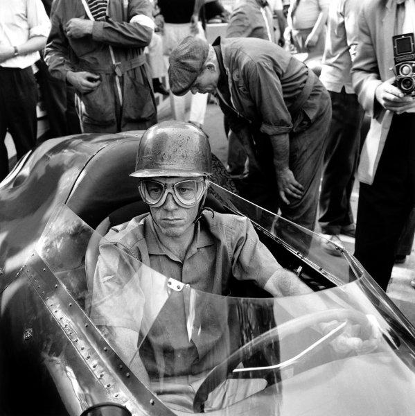 Monte Carlo, Monaco. 26-29 May 1960.Richie Ginther (Ferrari Dino 246P), 6th position, portrait. World Copyright: LAT Photographic.Ref: 8022