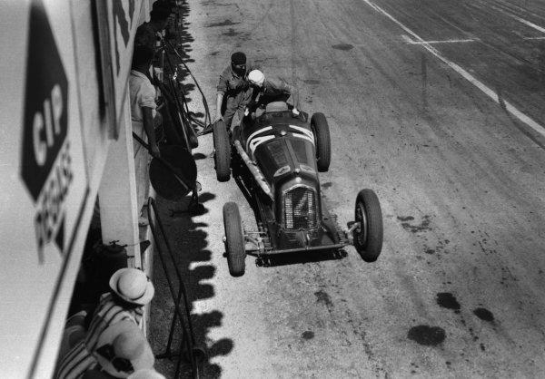 Reims, France. 8 July 1934.Achille Varzi/Attilio Marinoni (Alfa Romeo Tipo-B/P3), 3rd position, pitstop, action.World Copyright: Robert Fellowes/LAT PhotographicRef: 34_REI_01