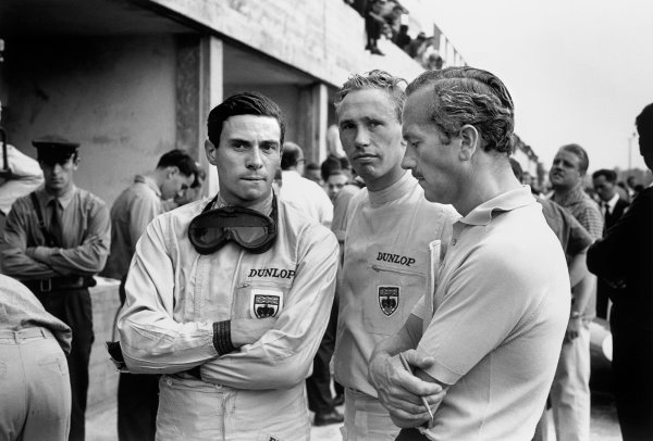 Monza, Italy. 6th September 1964. Rd 8.  Jim Clark with team mate Mike Spence and team owner Colin Chapman talk in the pits, portrait. World Copyright: LAT Photographic