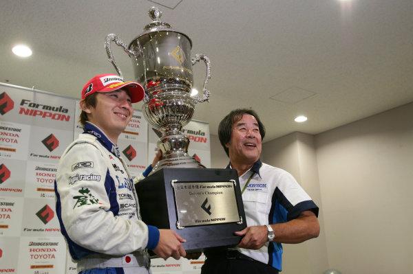 Round 7, Fuji Speedway, Japan.31st August 20082008 Series Champion - Tsugio Matsuda (Lawson IMPUL), and Kazuyoshi Hoshino (Team Director). Portrait. World Copyright: Yasushi Ishihara/LAT Photographic ref: Digital Image 2008FN_Rd7_025