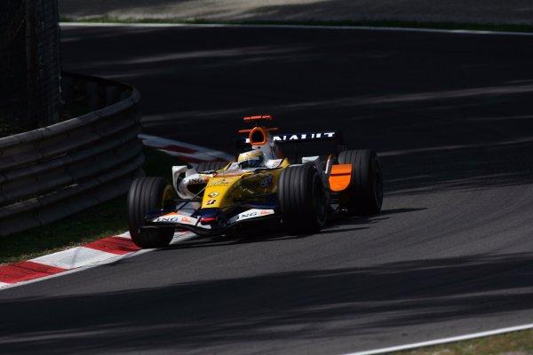 2007 Italian Grand Prix - Friday PracticeAutodromo di Monza, Monza, Italy.7th September 2007.Giancarlo Fisichella, Renault R27. Action. World Copyright: Steven Tee/LAT Photographicref: Digital Image YY2Z8321