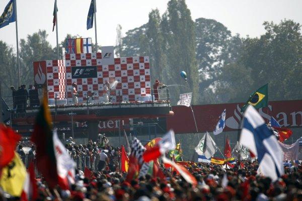 2007 Italian Grand Prix - Sunday RaceAutodromo di Monza, Monza, Italy.9th September 2007.The huge crowd below the podium celebrations. Atmosphere. Podiums. World Copyright: Glenn Dunbar/LAT Photographicref: Digital Image _O9T1066