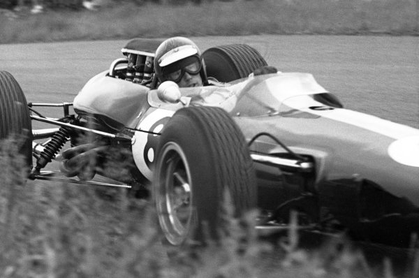 1965 Dutch Grand Prix.Zandvoort, Holland. 18 July 1965.Mike Spence, Lotus 25-Climax, 8th position, action.World Copyright: LAT PhotographicRef: Motor b&w print