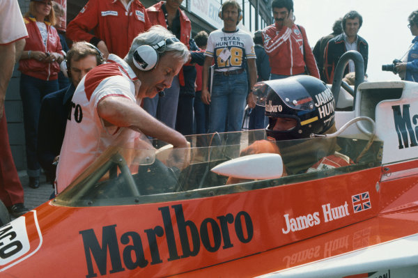 Zandvoort, Holland. 27th - 29th August 1976. James Hunt (McLaren M23 Ford), 1st position, in conversation with Teddy Mayer in the pits, portrait.  World Copyright: LAT Photographic.  Ref:  76 HOL 30.