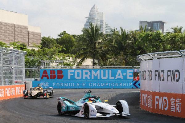 Oliver Turvey (GBR), NIO Formula E Team, NIO Sport 004 leads Andre Lotterer (DEU), DS TECHEETAH, DS E-Tense FE19