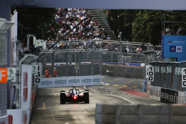 Pascal Wehrlein (DEU), Mahindra Racing, M5 Electro, comes to a stop