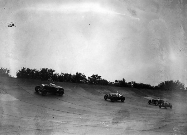 Beris Harcourt Wood / George Eyston, Bentley, leads Dudley Froy / P. Bamber, Delage, A. V. Wilkinson / P. Brewster, Austin Seven, and Harold Purdy / Leon Cushman, Sunbeam.